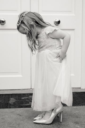Trying on shoes - Kim Burrows Photography