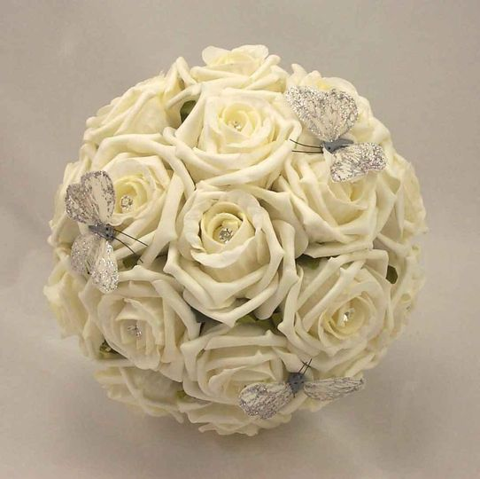 Ivory rose bouqet
