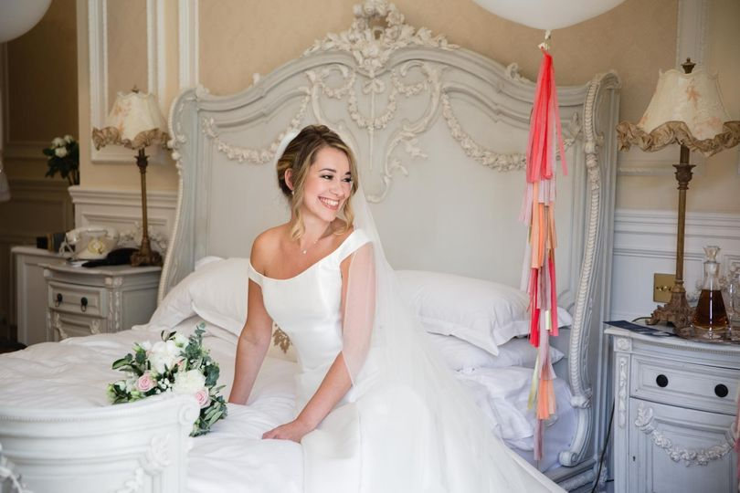 Smiling bride - Laura Ellen Photography