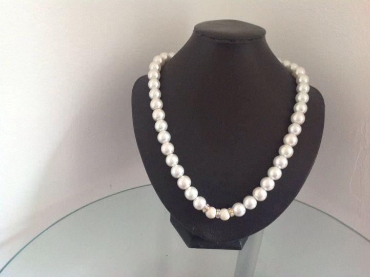 White glass pearl
