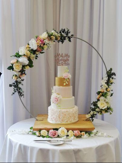 Floral cake hoop display