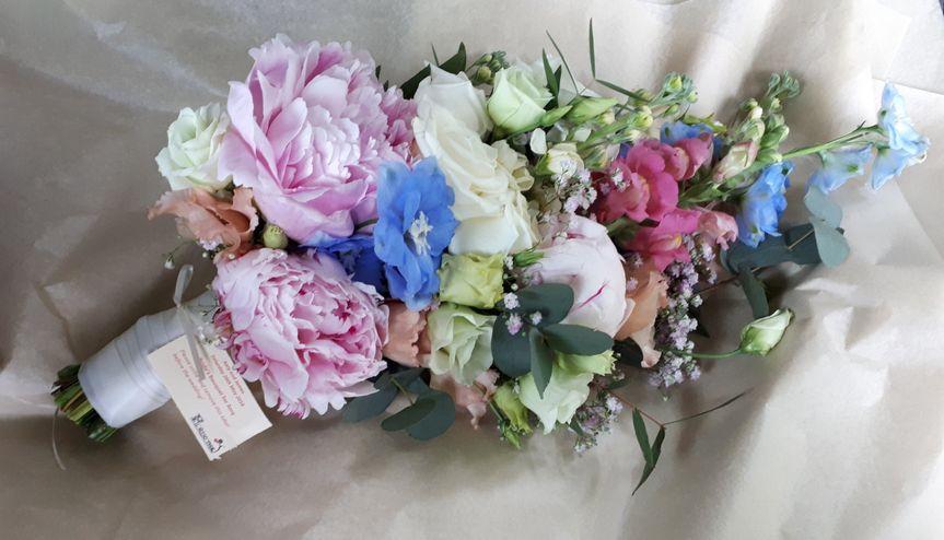 Summery teardrop bouquet