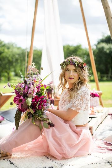 bride with flowers at tipi wedding binky nixon 4 170201 v2