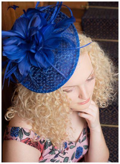 A  Royal blue fascinator.