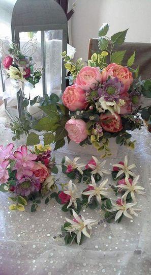 Natural-looking silk flowers