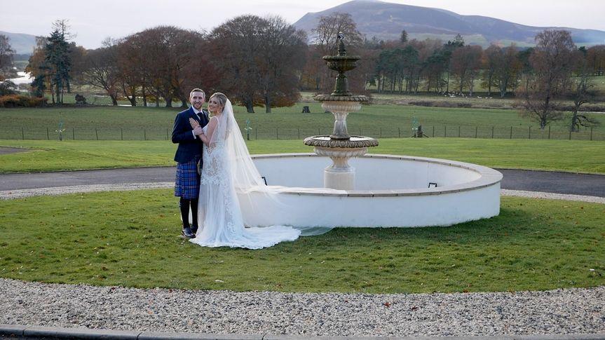 Classic water fountain - TM wedding films