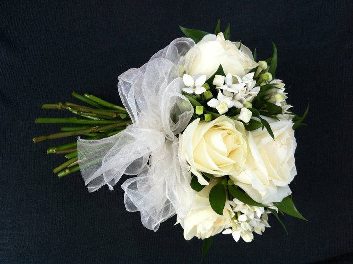 Avalanche roses with bouvardia