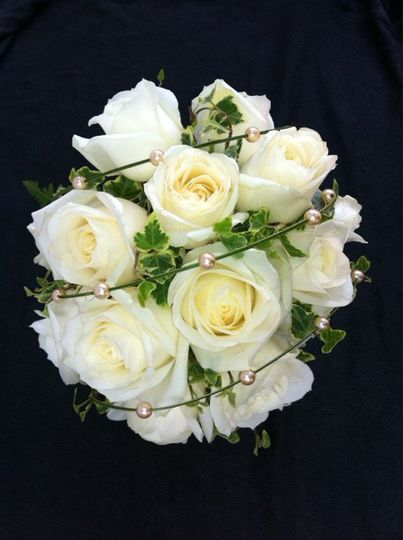 Avalanche roses with pearls