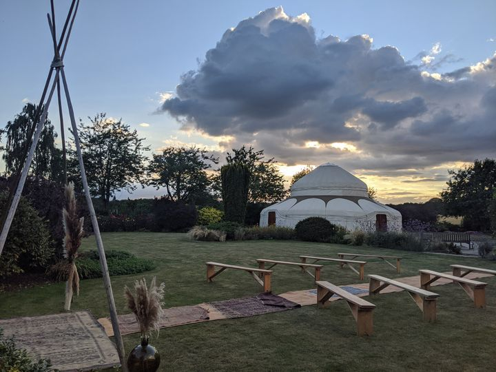 the gardens at polehanger sunset yurt s 4 200289 159724169461770