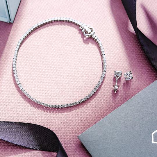 Tennis bracelet accessory