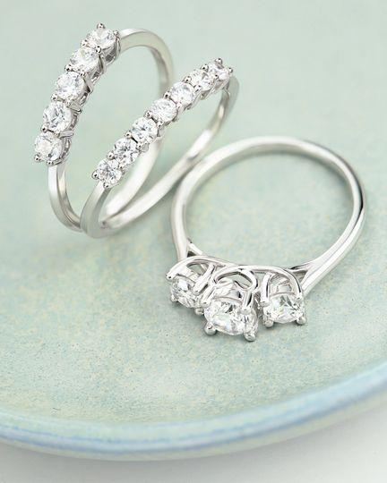 Classic Trio diamond ring