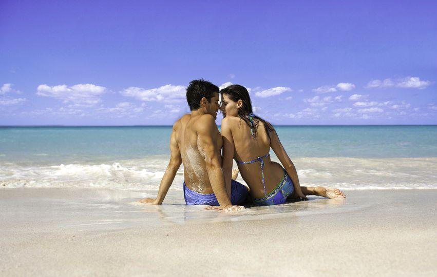 hq couple beach 4 4 110423