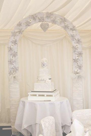 Crystal wedding arch - cake