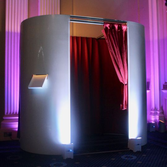 Private photo booth