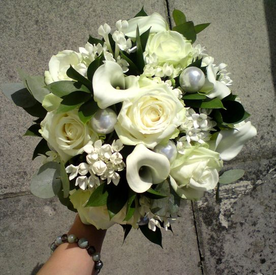 Ivory & pearls bouquet