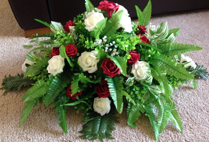 Red & Ivory Top Table Flowers