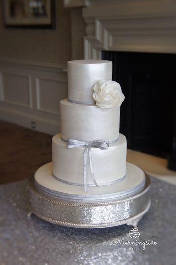 Pearl lustre wedding cake