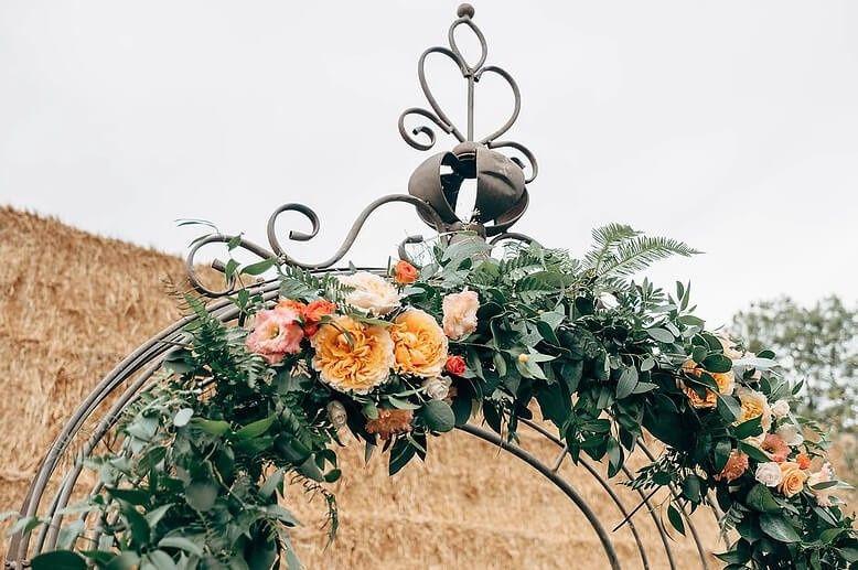 Fleur de T. floral arch