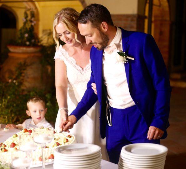 Cutting the cake - Joanne Redington Photography