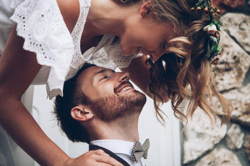 gaze down boho bride groom 4 280722 162382578898791