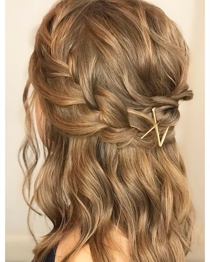 Braided hairstyle with waves