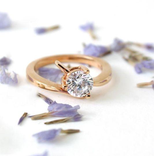 round-shaped diamond solitaire