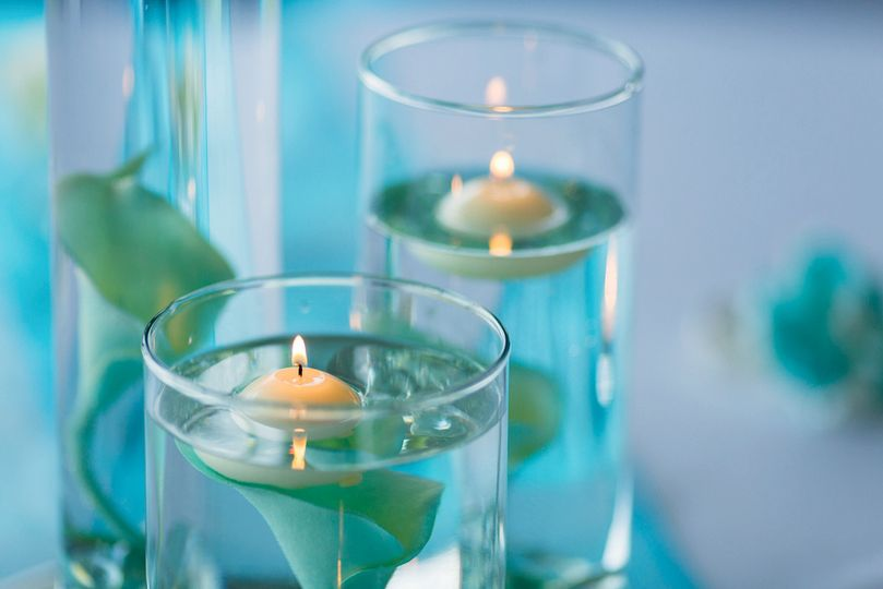 Lily & floating candles vase