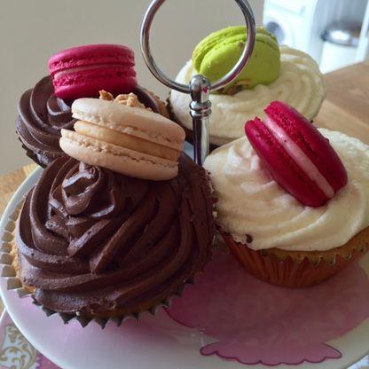 Macaron cupcakes