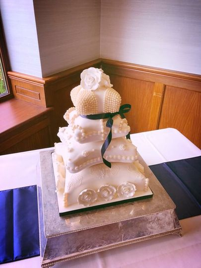 Luxury pillow wedding cake