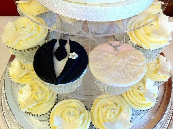 Bride & Groom Cupcakes