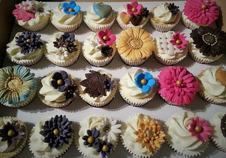 Classic cupcakes flowers
