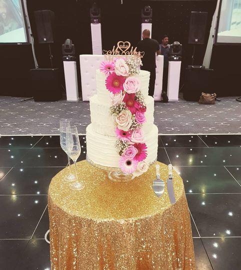 Artistic cake presentation