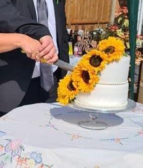 Cutting the sunflower cake