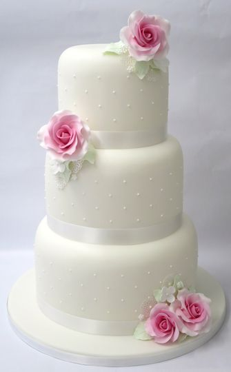 Dainty dot & rose cake