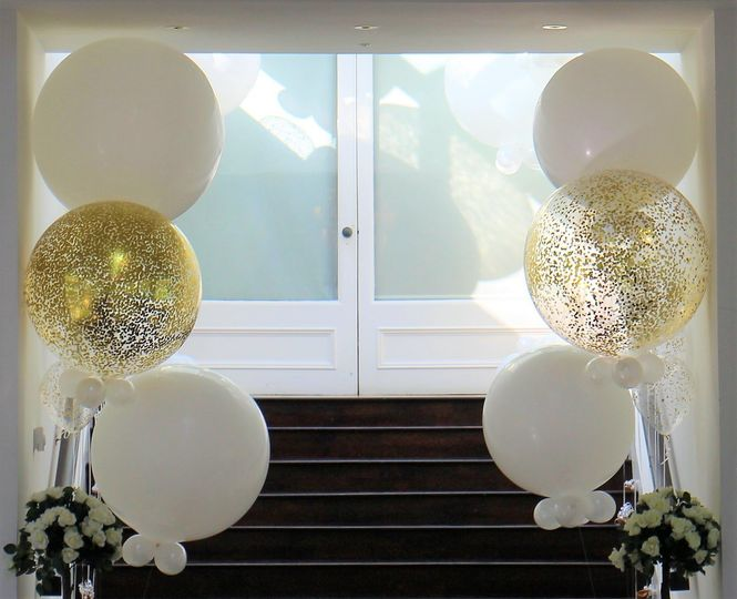 Jumbo white and gold confetti balloons