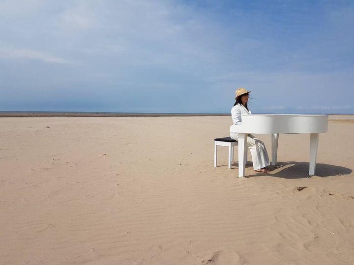 Victoria piano on the beach