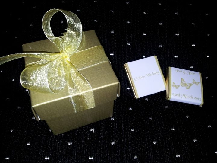 Favour box & personalised chocolate