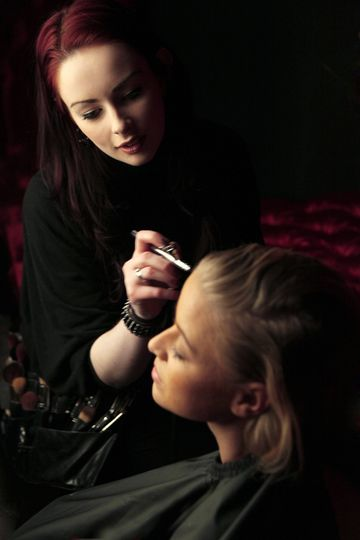 Liv airbrushing make up