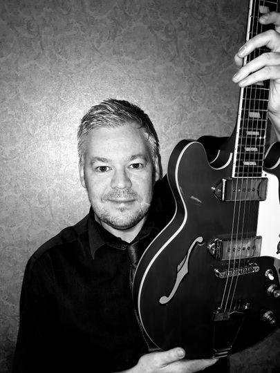 Paul Wilson-Singer Guitarist