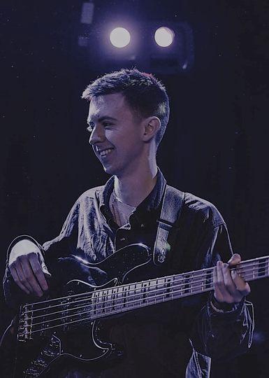 Jonny - Bass