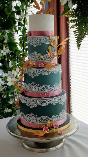 Emerald with Cake Lace