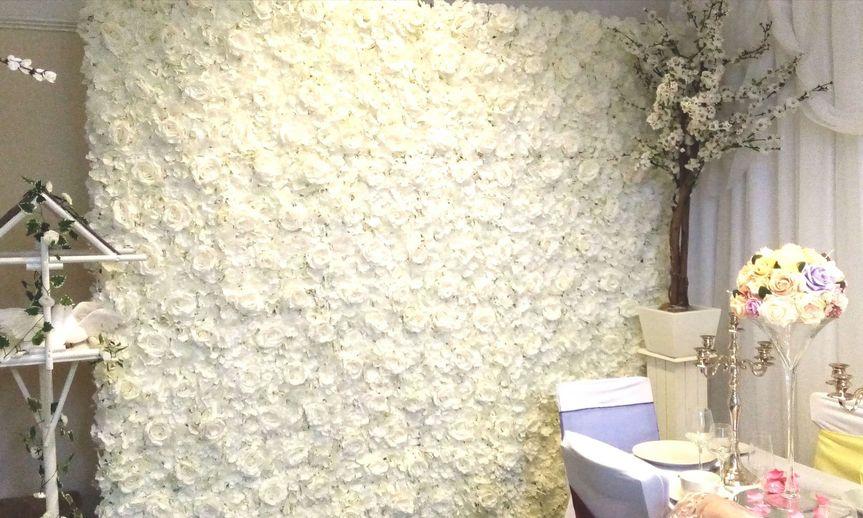 W001- White Flower Wall