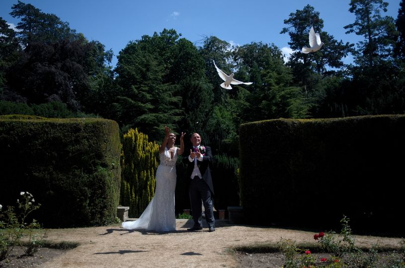 Newlyweds release white doves