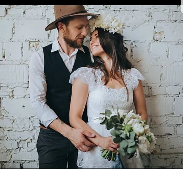The happy couple - Hat & Feather Photography