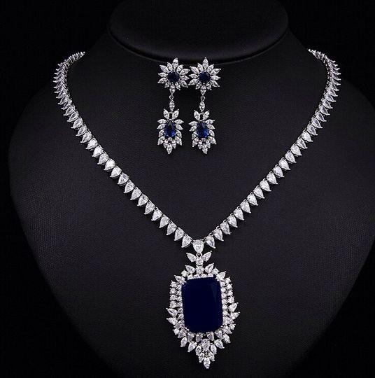 Sapphire cubic zirconia neckla