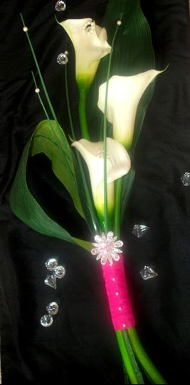 Beautiful Bouquet of Calla Lilies Pearls & Rare Brooch