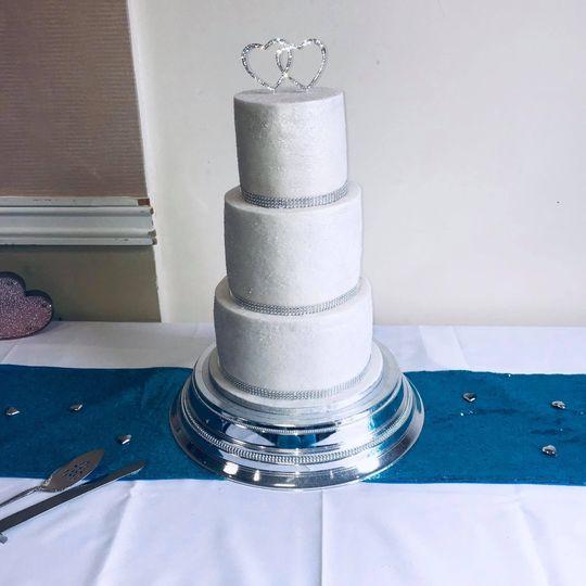 Super sparkly wedding cake