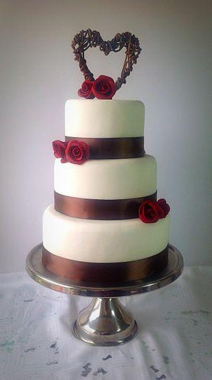 Rustic rose cake