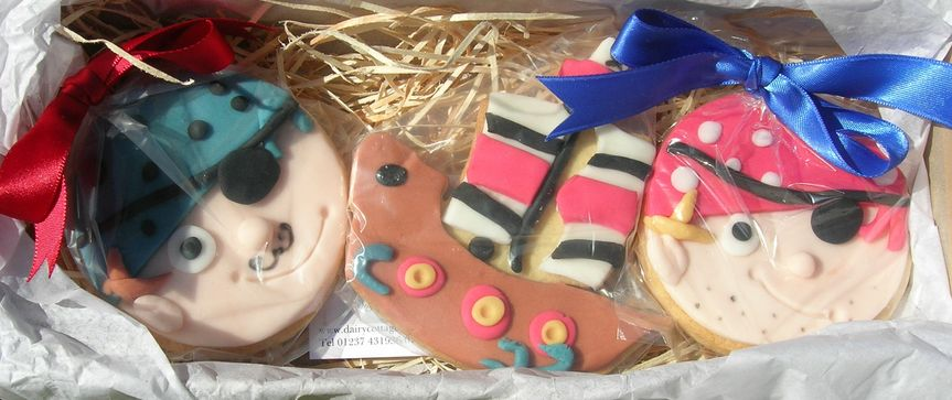 Pirates iced cookies gift set
