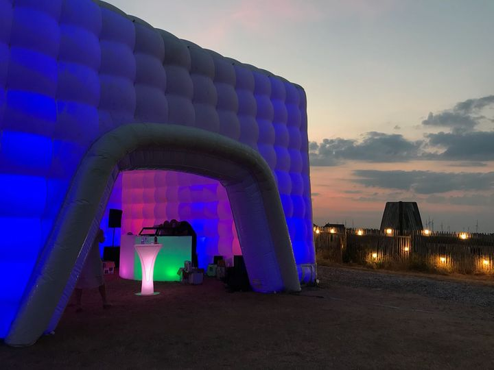 Inflatable cube venue